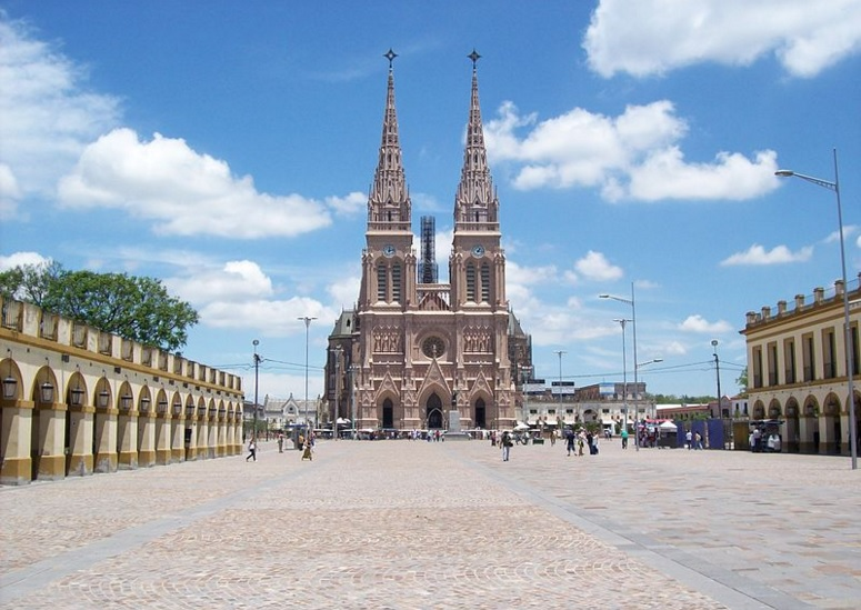 Lujan Basilica is a fabulous example of neo-gothic architecture / Source