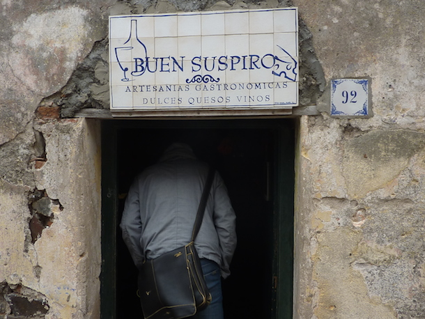The sign and entrance to Buens Suspiro restaurant in Colonia