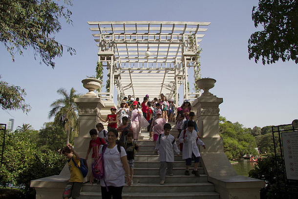 Children walking down a bridge in a park in Palermo.