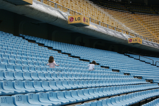 2 kids playing in the stadium of Boca Juniors