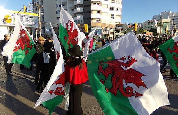 Welsh descendants carrying flags in Puerto Madryn