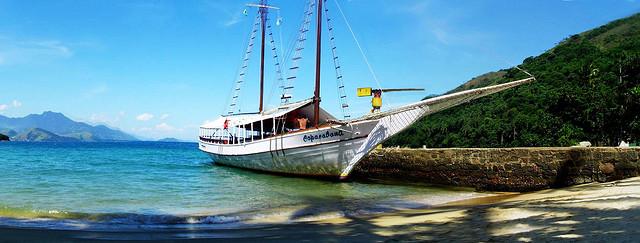 Ilha grande, accoster en bateau sur ces plages paradisiaques