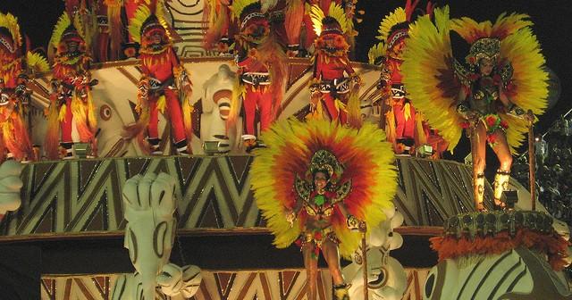 Les chars, danseurs et déguisements du célèbre défilés au Sambodromo!