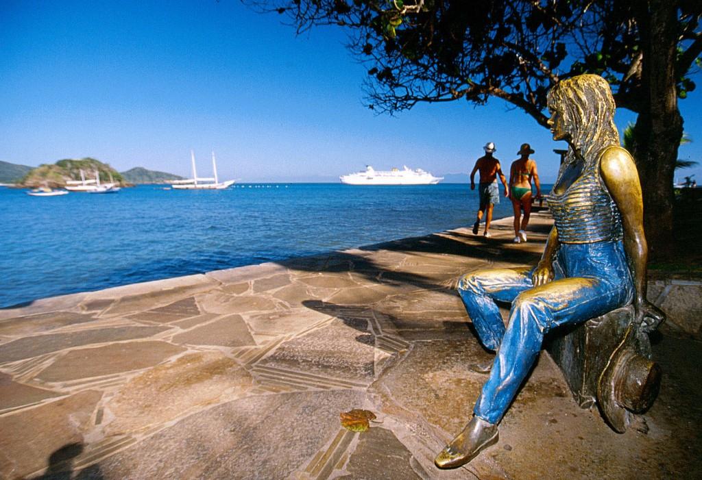 Buzios- Statue de Brigitte Bardot pour son influence envers Buzios
