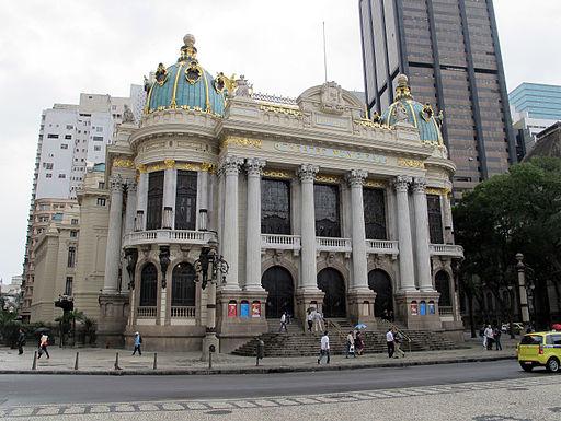 Parmi les grands monuments architecturaux: le Théâtre Municipal de Rio de Janeiro