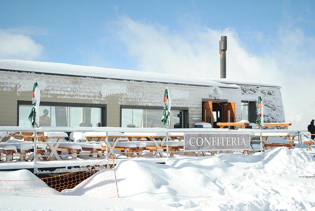 Profitez des pistes ou relaxez-vous au restaurant en regardant les autres skier / Argentina4u