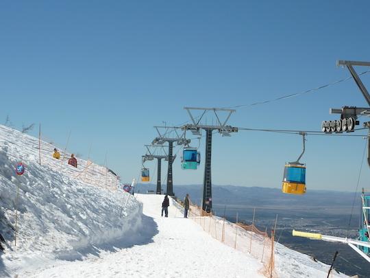 Les differents points de vue depuis les pistes de ski de la station Cerro Catedra sont incroyables / Argentina4u