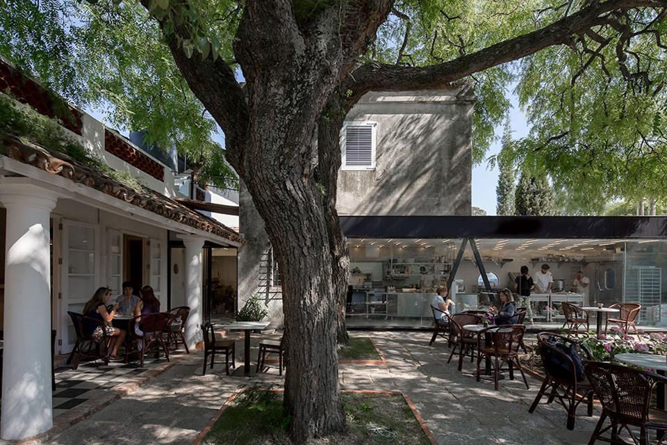 Manger à Montevideo / Source